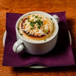 Fokhagyma krémleves sajtos croutonnal